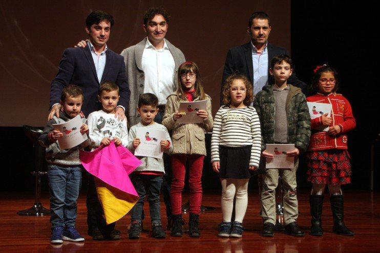 Imanol Sánchez, Juan Iranzo y ALberto joven en la presentación del libro toros para niños Pedrola